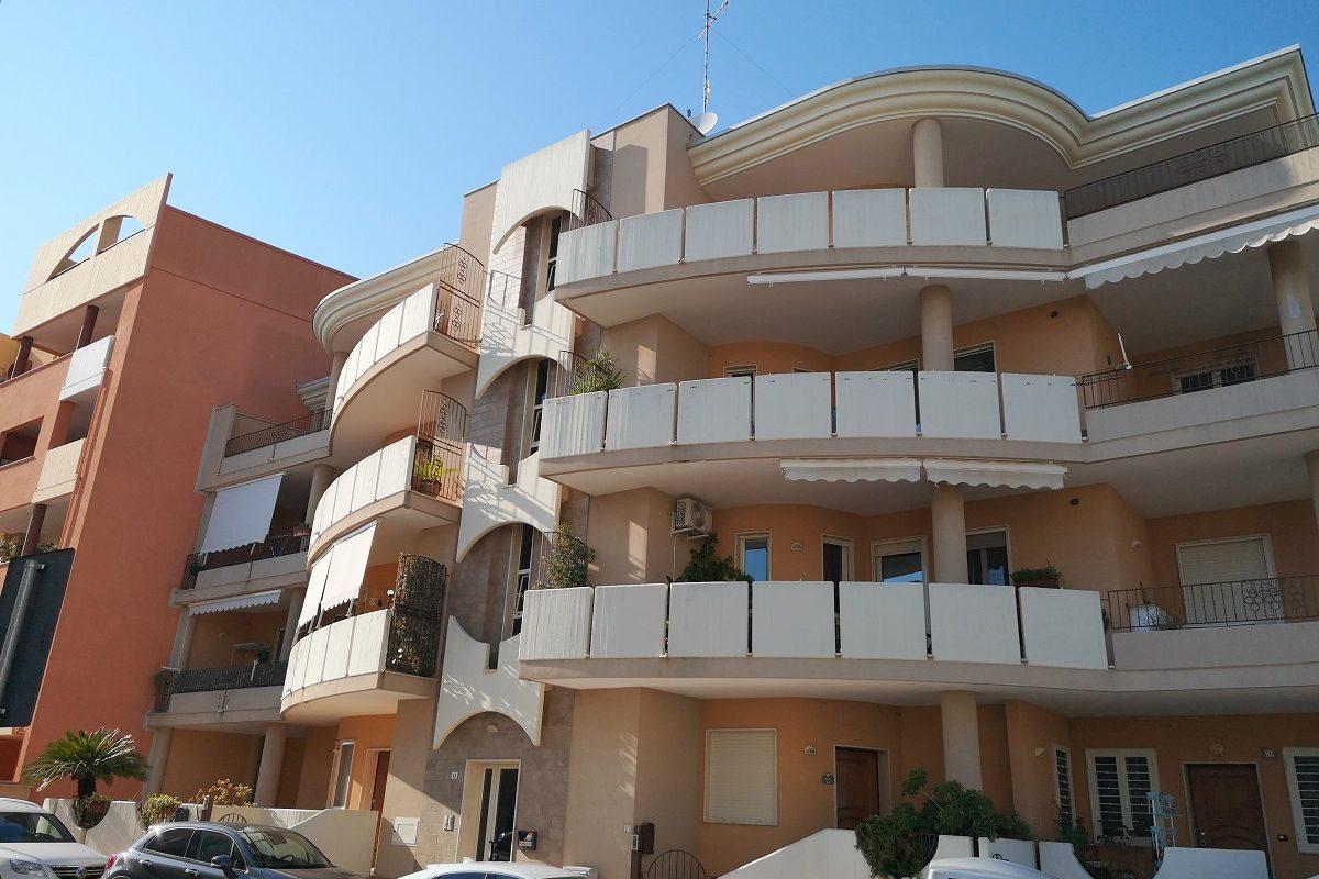 Appartamento al 3° piano di 3 vani + doppi acc.