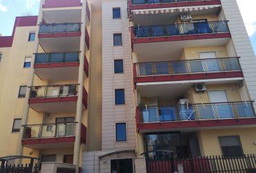 Appartamento al 3° piano di 3 vani + acc. #ZR83