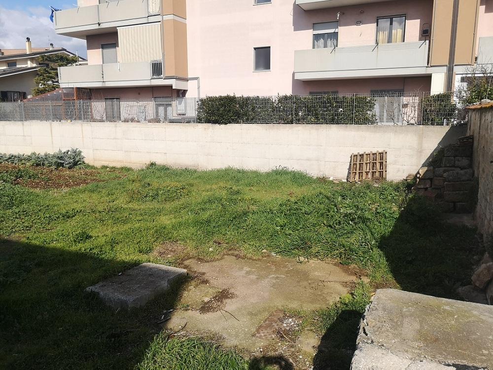 Casa indipendente con suolo annesso