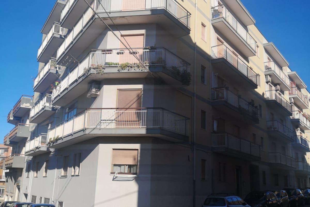 Appartamento al 4° piano di 4 vani + acc.