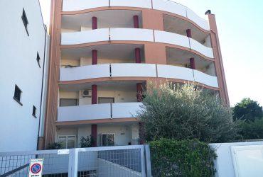 Appartamento a piano rialzato di 3 vani + acc. #DL07