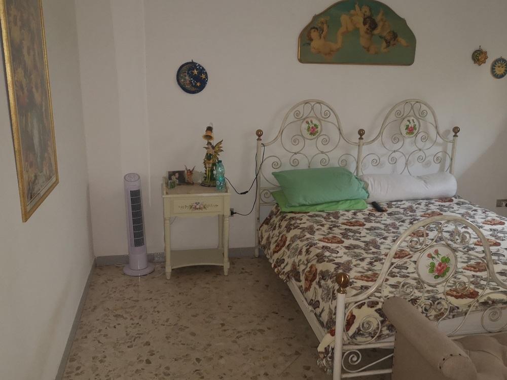 Villa centrale di 3 vani + acc.