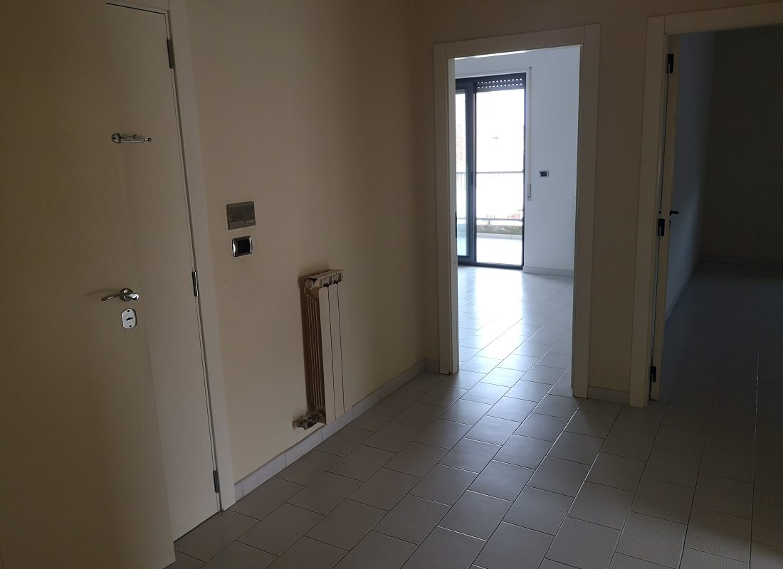 Appartamento al 2° piano di 4 vani + doppi acc.